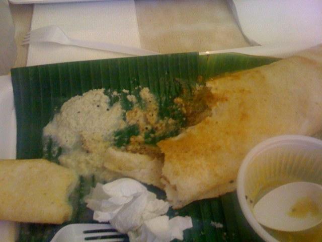 Idli (not shown cos I ate it), sambhar (gone too), half-eaten dosa...